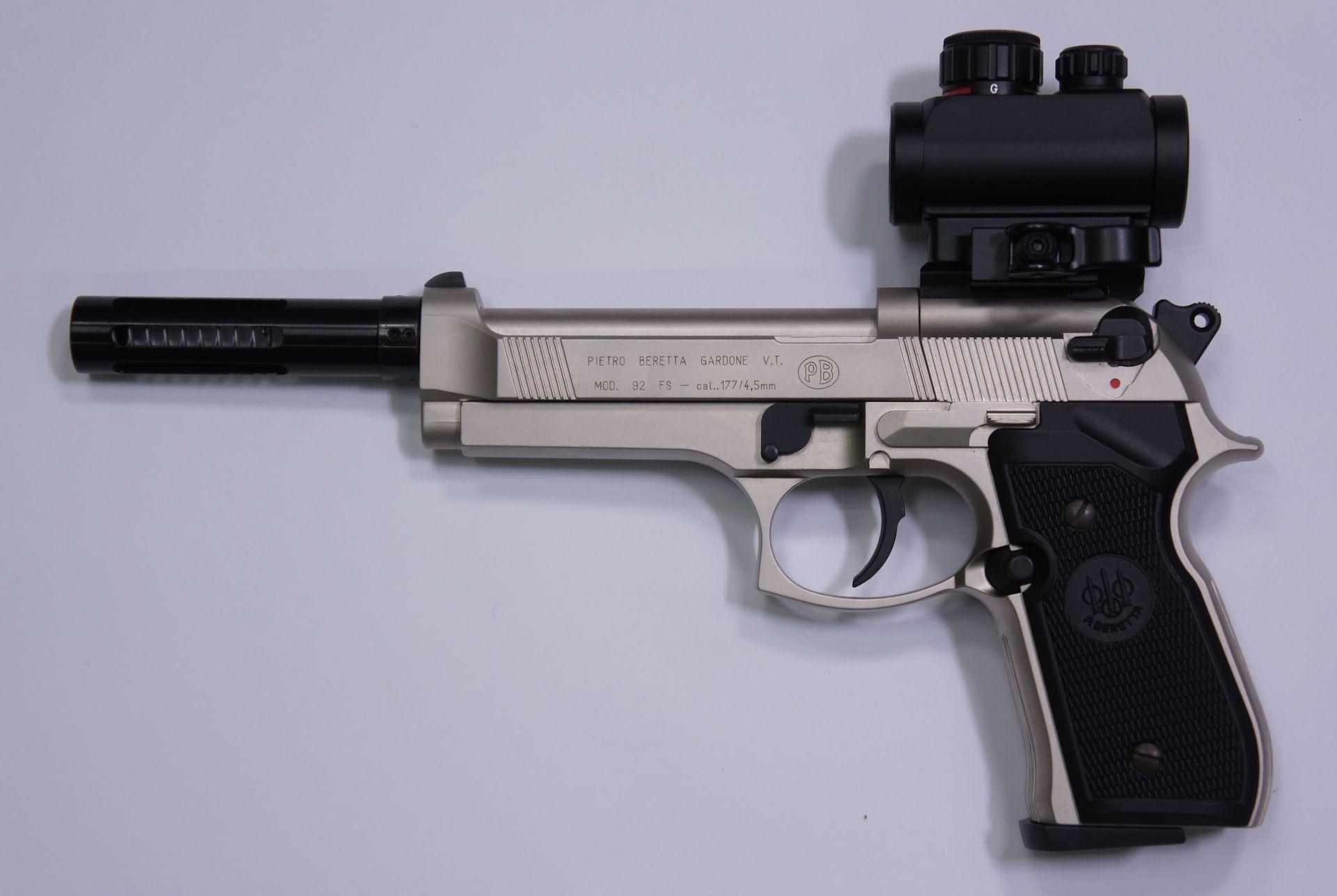 Montagebeispiel mit Kompensator anstelle vom Schalldämpfer an der Beretta 92 FS