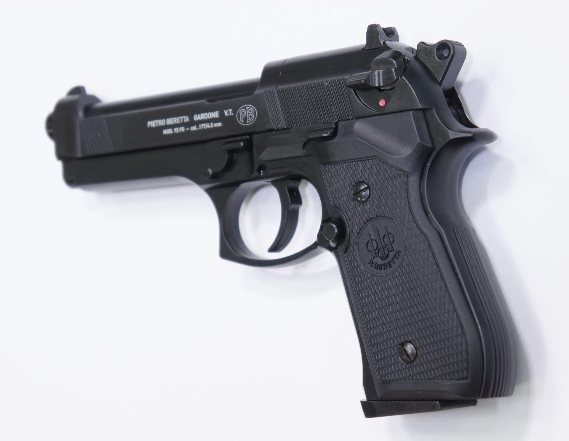 An die CO2 Pistole Beretta 92 FS könnte sehr robust ein Schalldämpfer montiert werden: