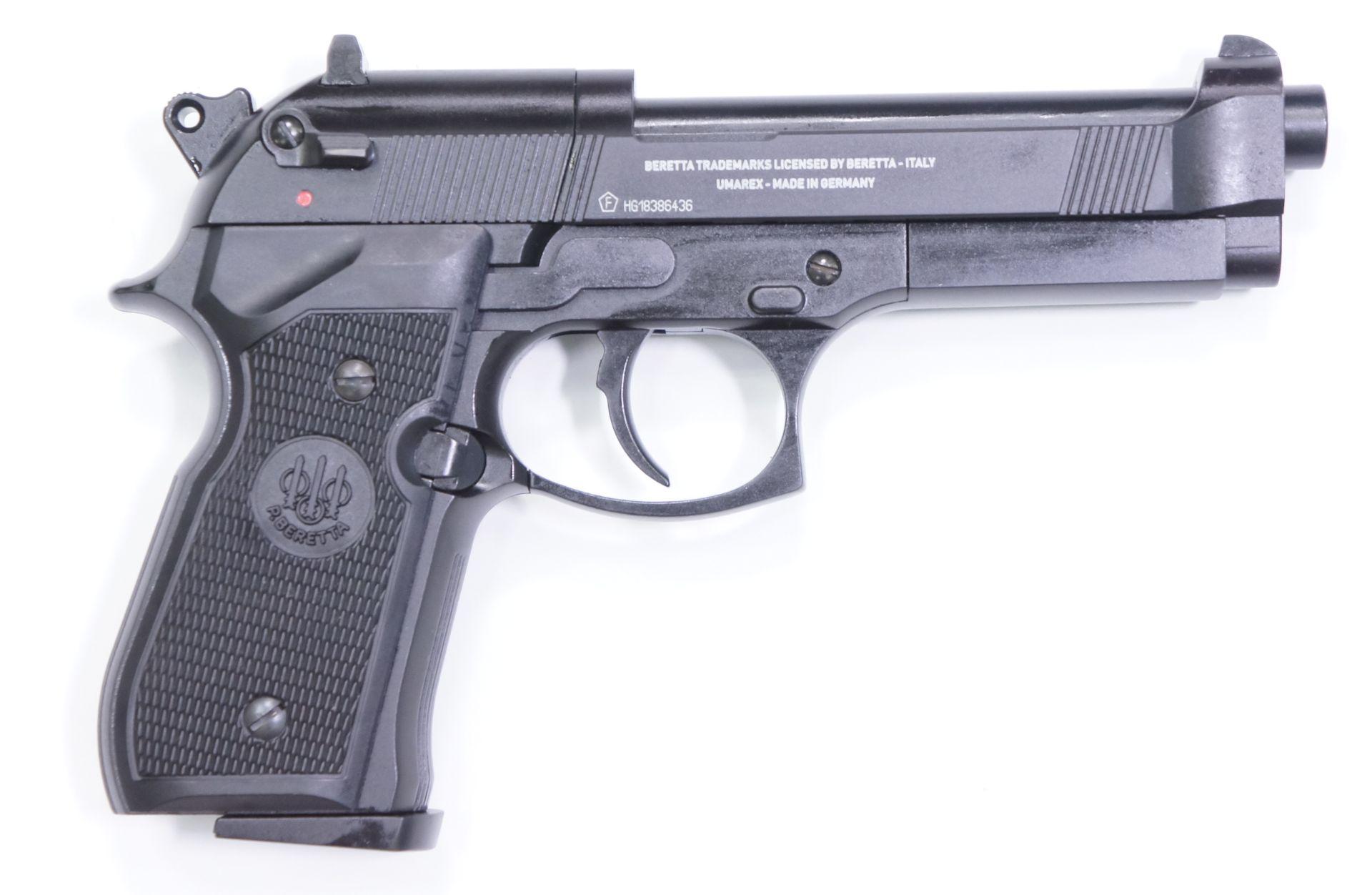 Von der rechten Seite ist die CO2 Pistole Beretta 92 FS genau so authentisch