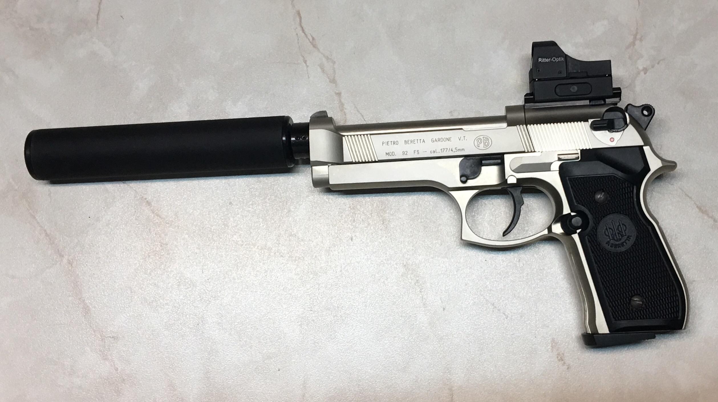 CO2 Pistole Beretta 92FS RTU mit kürzerem Schalldämpfer von B&Tund Reflexvisier von Ritter (Alternative gegen Aufpreis)