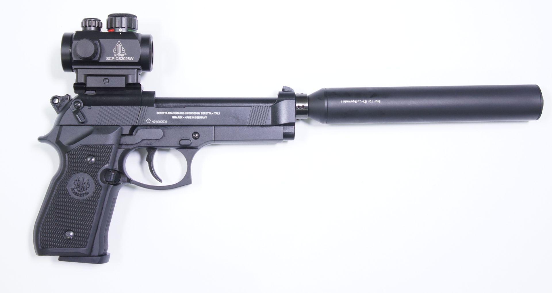 CO2 Pistole Modell Beretta 92FS in schwarz mit Optik und Schalldämpfer von der rechten Seite