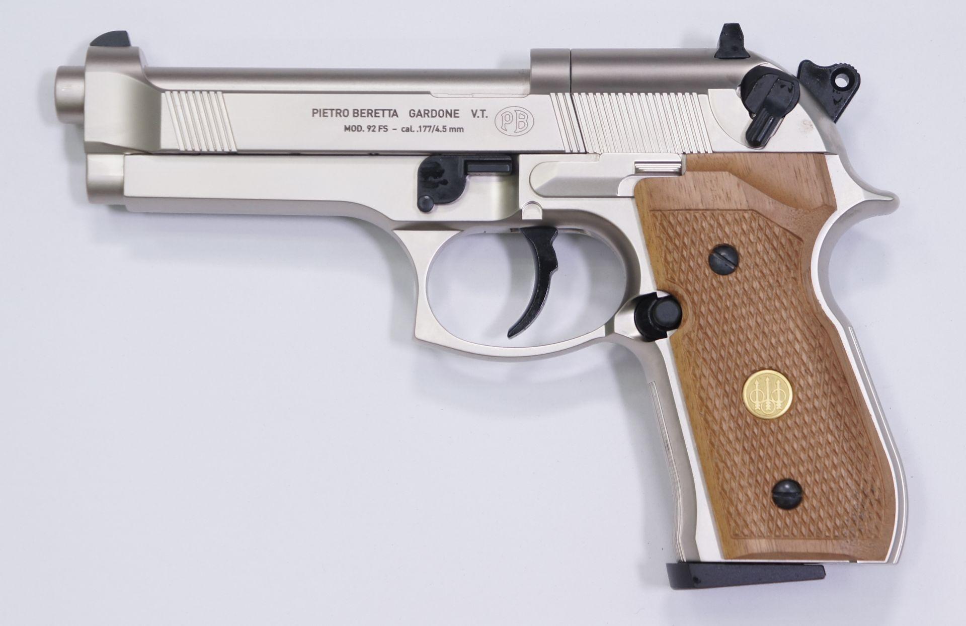 CO2- Pistole Beretta 92FS, matt vernickelt mit Holzgriffschalen