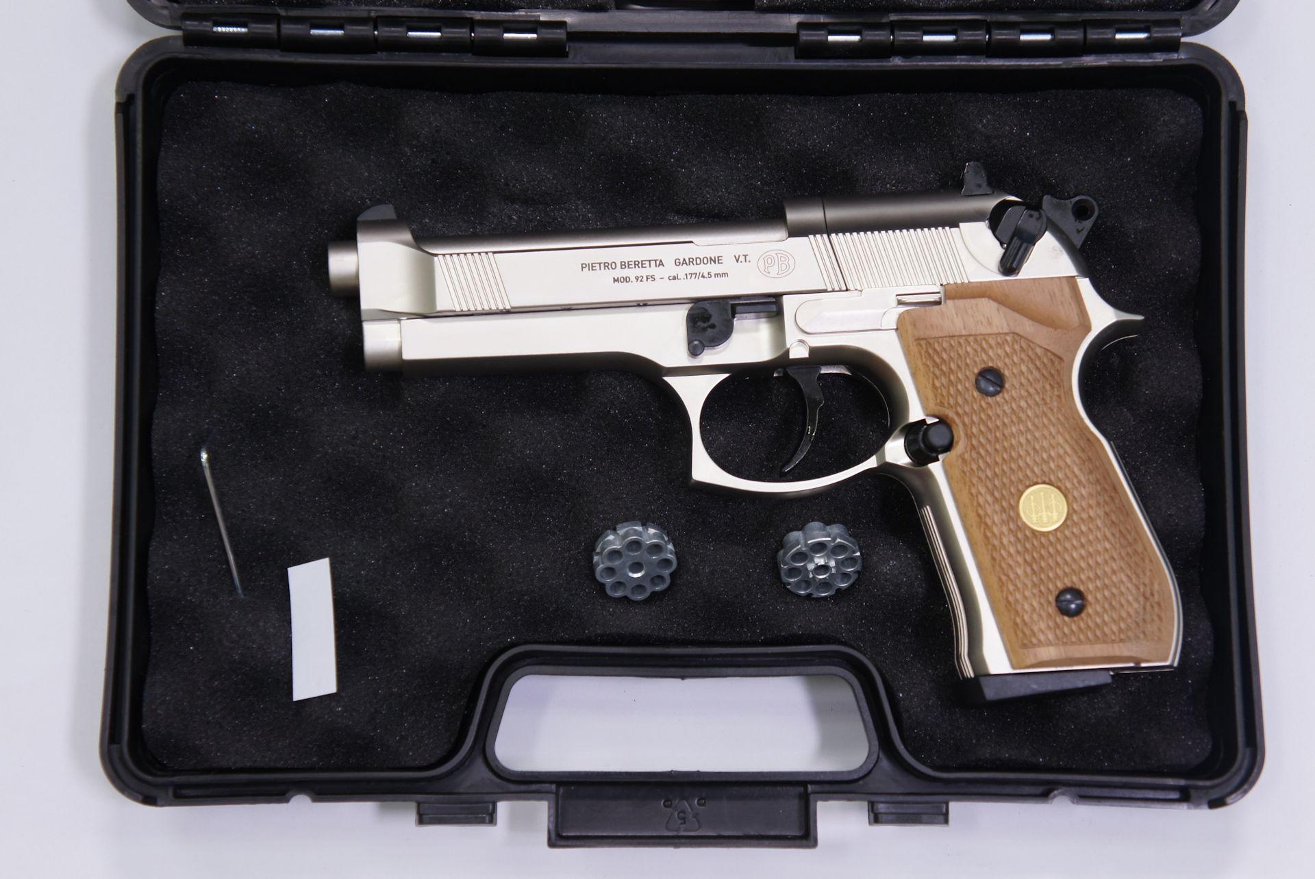 In Ihrem wertigen Transportkoffer wird die CO2- Pistole Beretta 92FS gut geschützt.