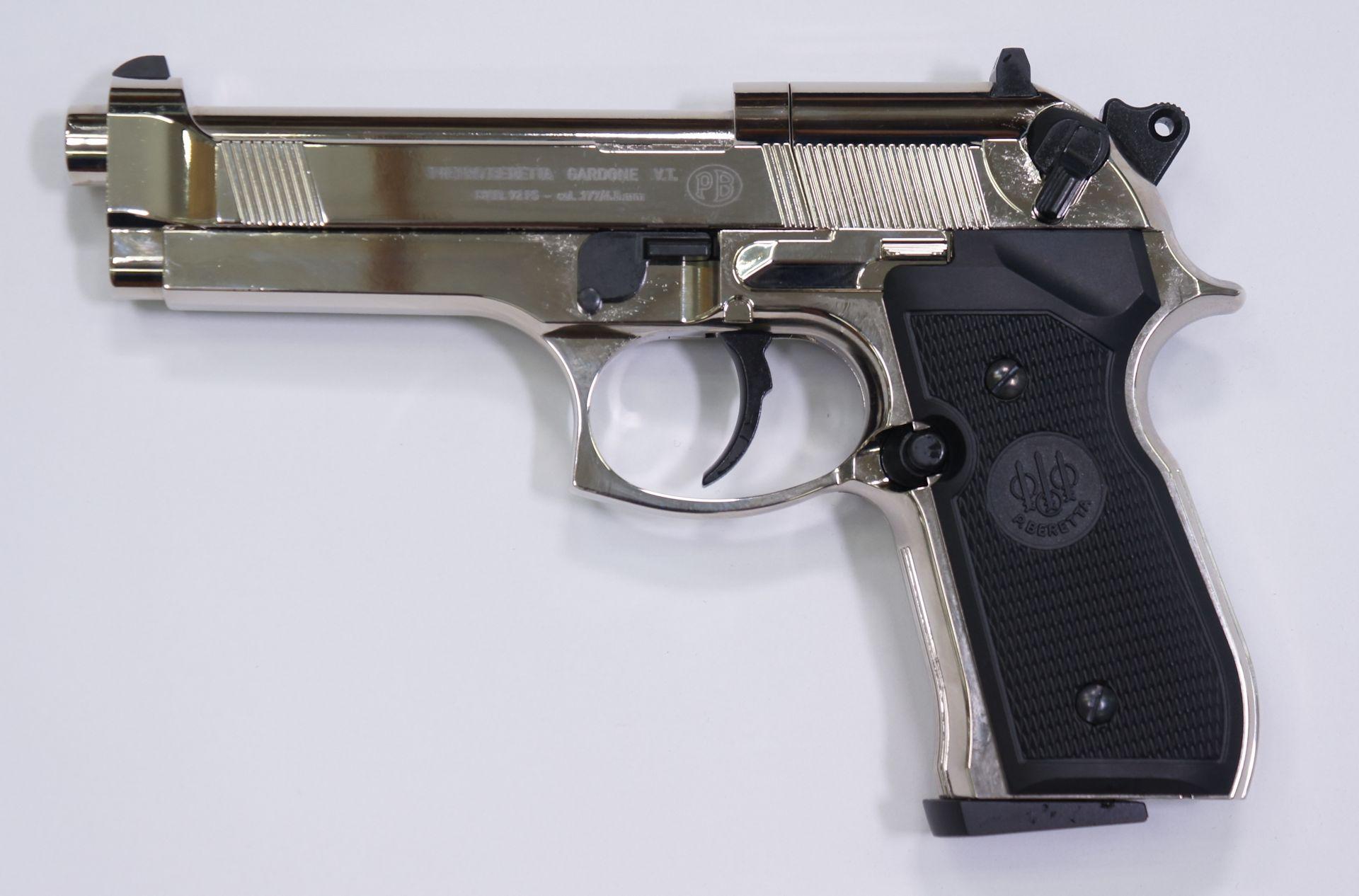 CO2- Pistole Beretta 92FS in verchromter und polierter Ausführung