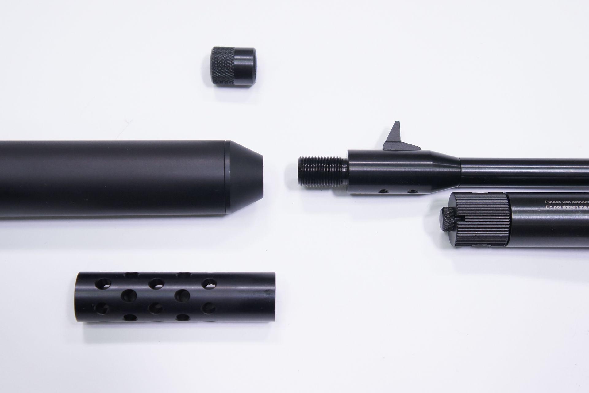 Passendes Zubehör für die Luftpistole Diana airbug gibt es hier auch. Im Bild sind hier <a href=1165824.htm>Schalldämpferadapter </a>, <a href=1168812.htm>Schalldämpfer </a>und ein <a href=1165812.htm>Kompensator</a>.