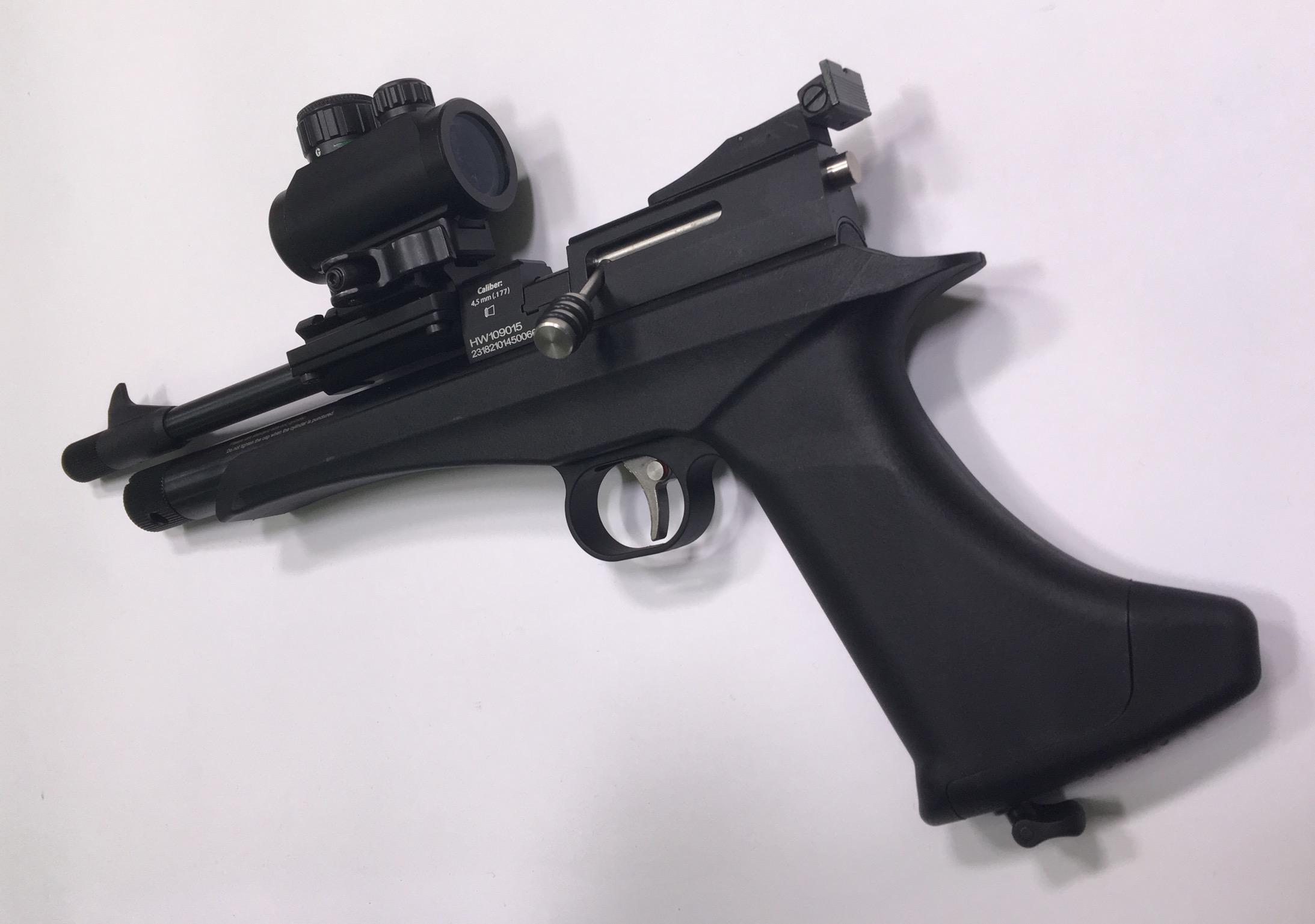 Bei diesem Komplettangeboten mit der Diana Chaser CO2 Pistole ist die Montagebasis für die Optik mittels extra angefertigter Ausgleichschalen befestigt.