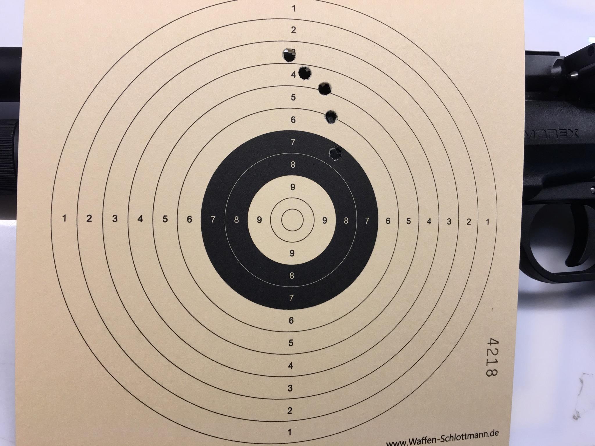 Mein erstes Trefferbild mit einer RP5 auf 12 m Distanz / Allerdings Kal. 4,5m