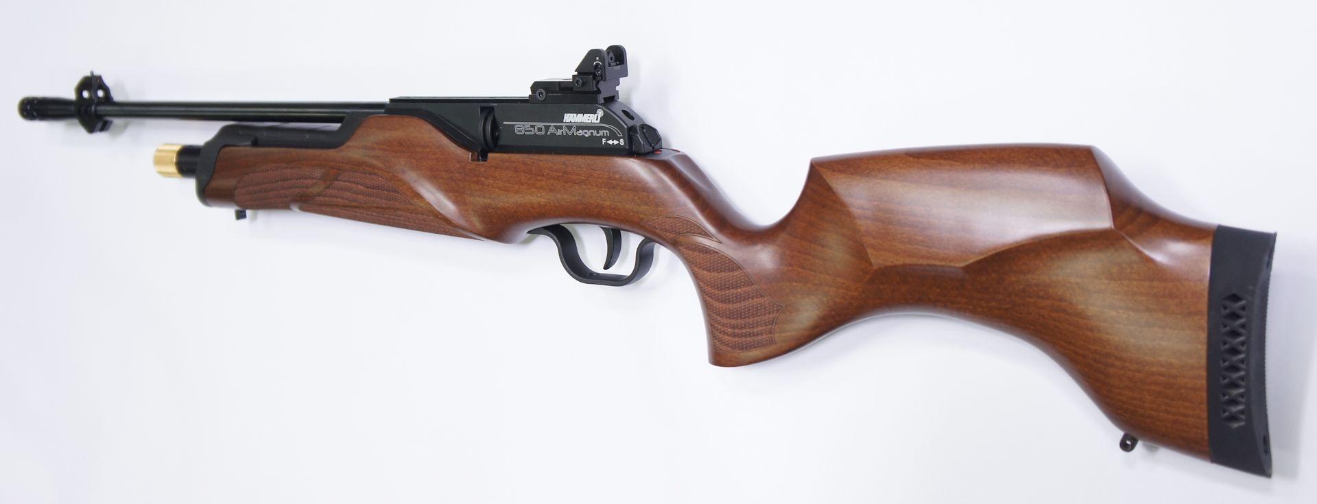 Hämmerli 850 Carbine mit verstellbarer Lochkimme und Kompensator.