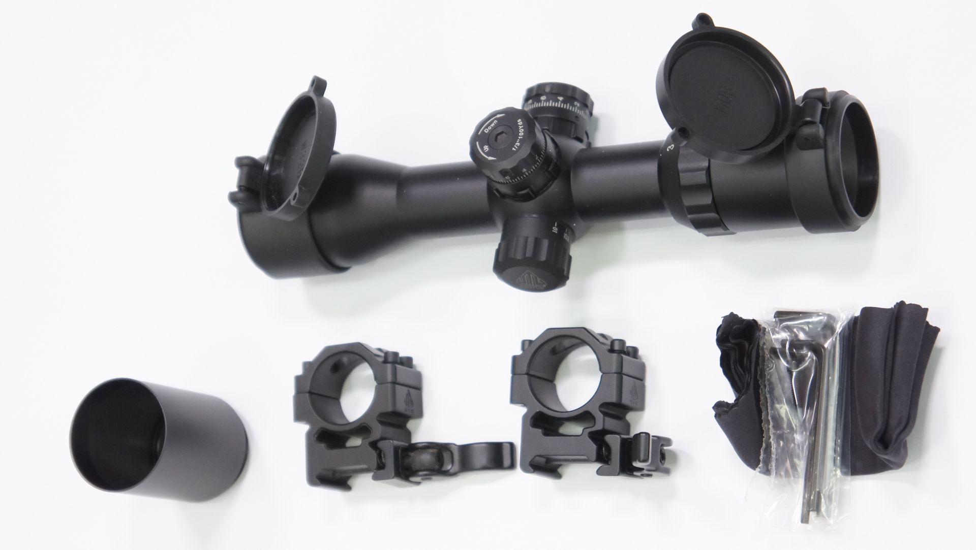 UTG compact 3-12x32 mit Montagefüßen 21mm hat einen Umfangreichen Lieferumfang, wie hier abgebildet.