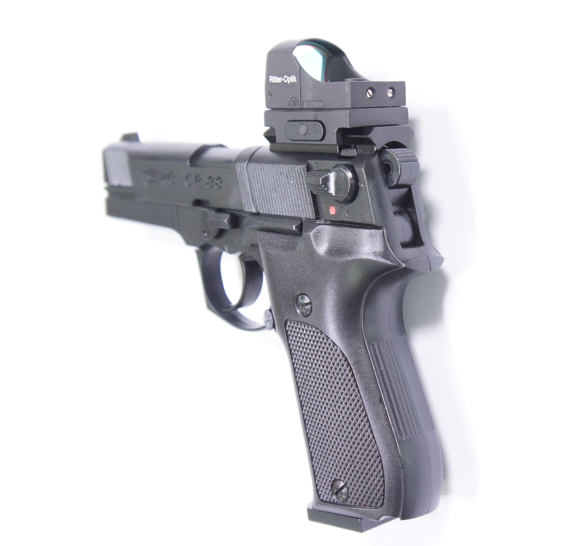 Montagebeispiel von diesem Reflexvisier auf  <a href=1050061.htm> CO2 Pistole Walther CP88 schwarz, 4 Zoll</a> mittels Waeverschiene aus Eigenproduktion