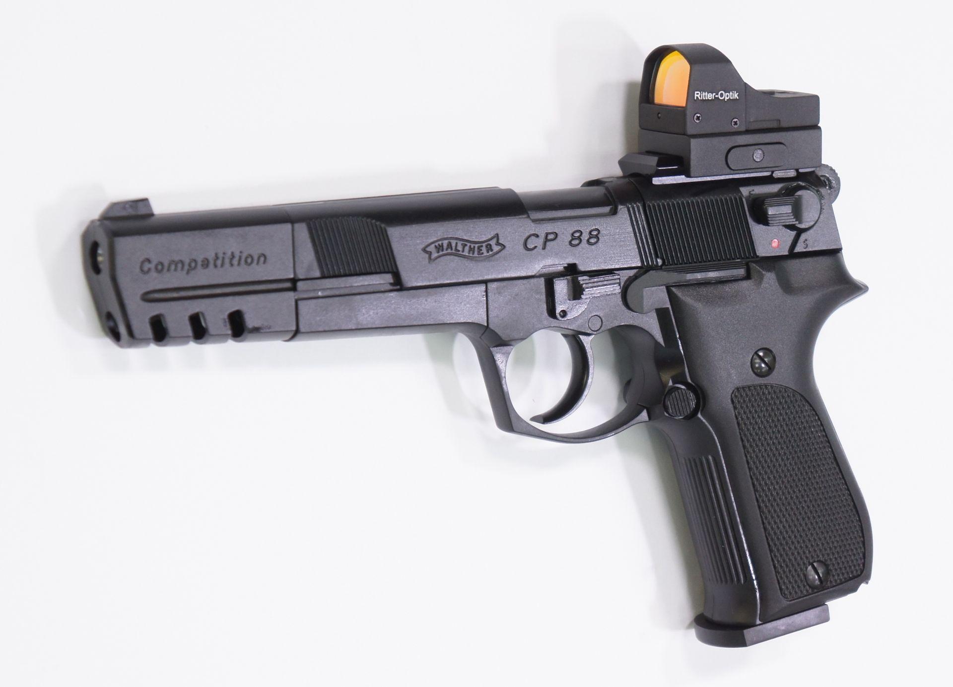 Montagebeispiel auf <a href=1050062.htm>CO2 Pistole CP88 Competition</a>. Hinsichtlich Haltbarkeit und Qualität ist das Reflexvisier eher für Feuerwaffen konzipiert.