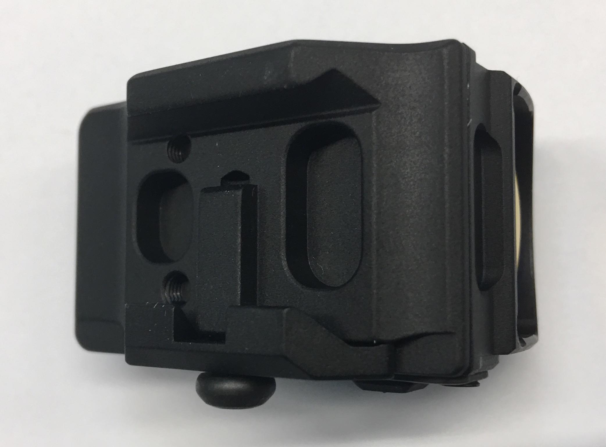 Hier ist das UTG  2 Reflex Sight von unten zu sehen umd die Montage (passend für Picatinny-Schienen, 21mm breit) zu zeigen.