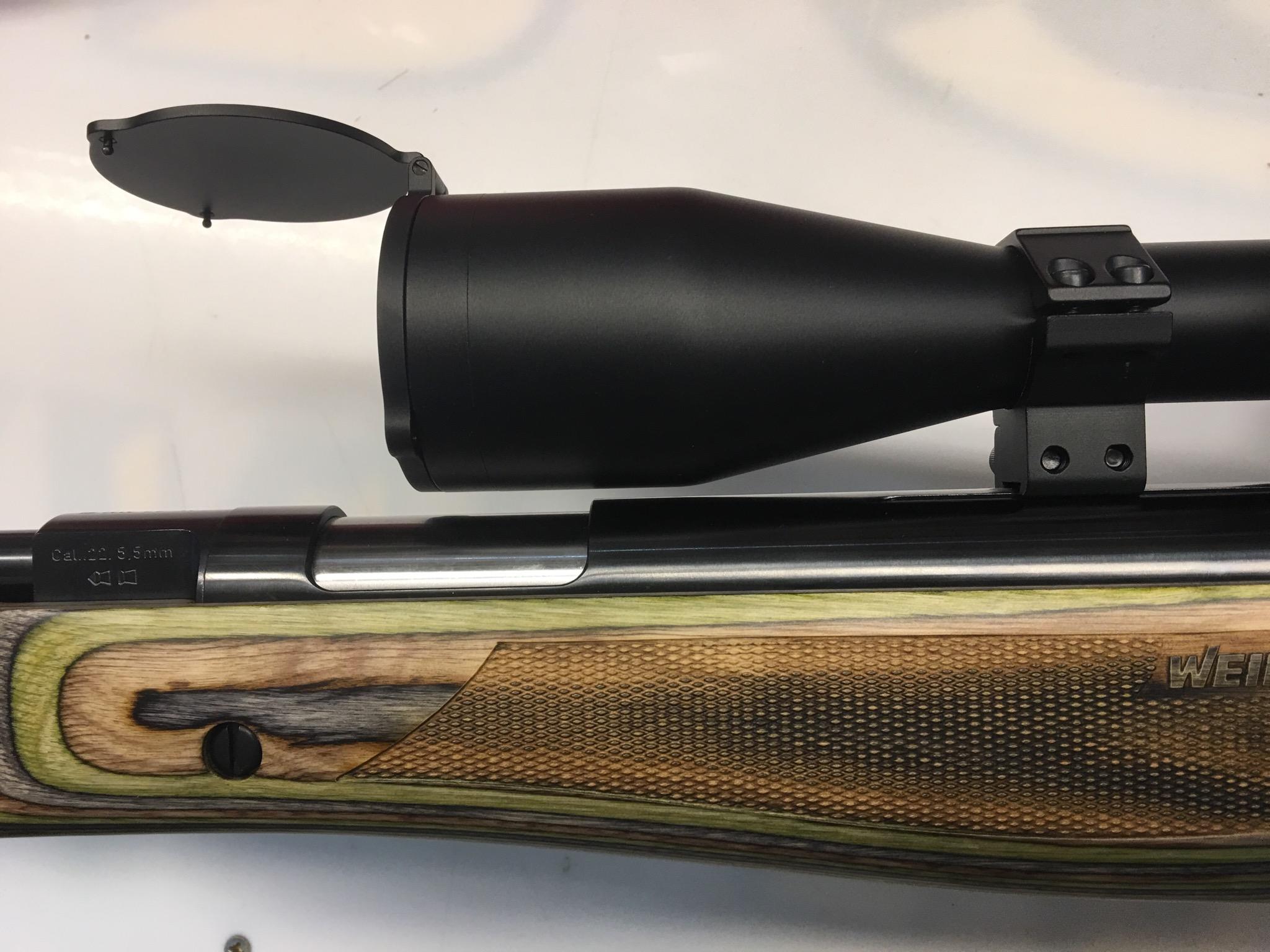 Vergleichsweise sehen Sie hier das selbe Gewehr und eine flachere Montage.
