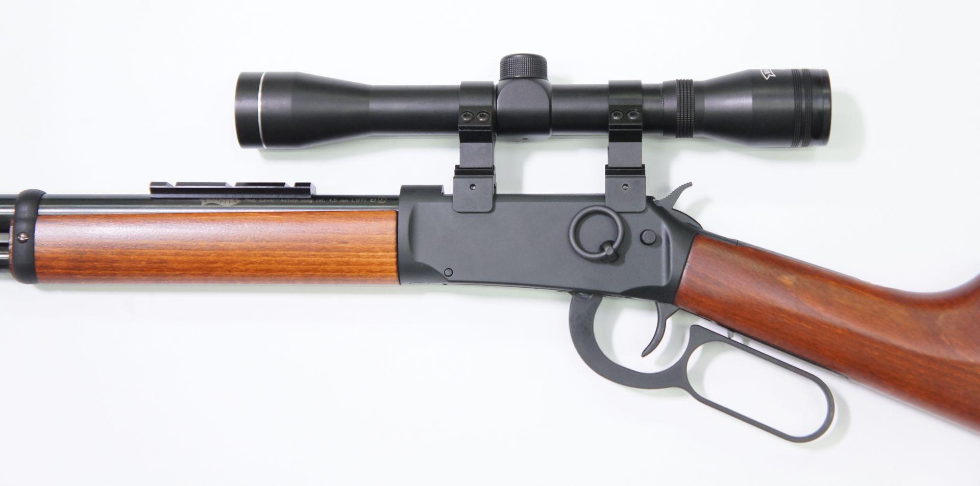 Montagebeispiel mit <a href=1130132.htm>Zielfernrohr 4x32 der Marke Walther</a> am CO2 Gewehr Walther LeverAction