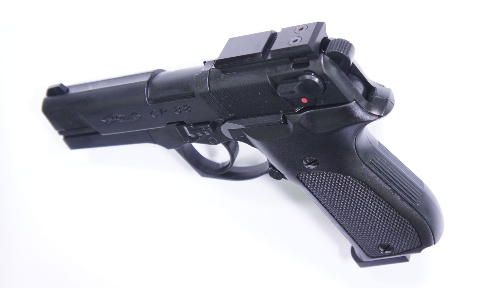 Montagebeispiel auf  <a href=1050061.htm> CO2 Pistole Walther CP88 schwarz, 4 Zoll</a>