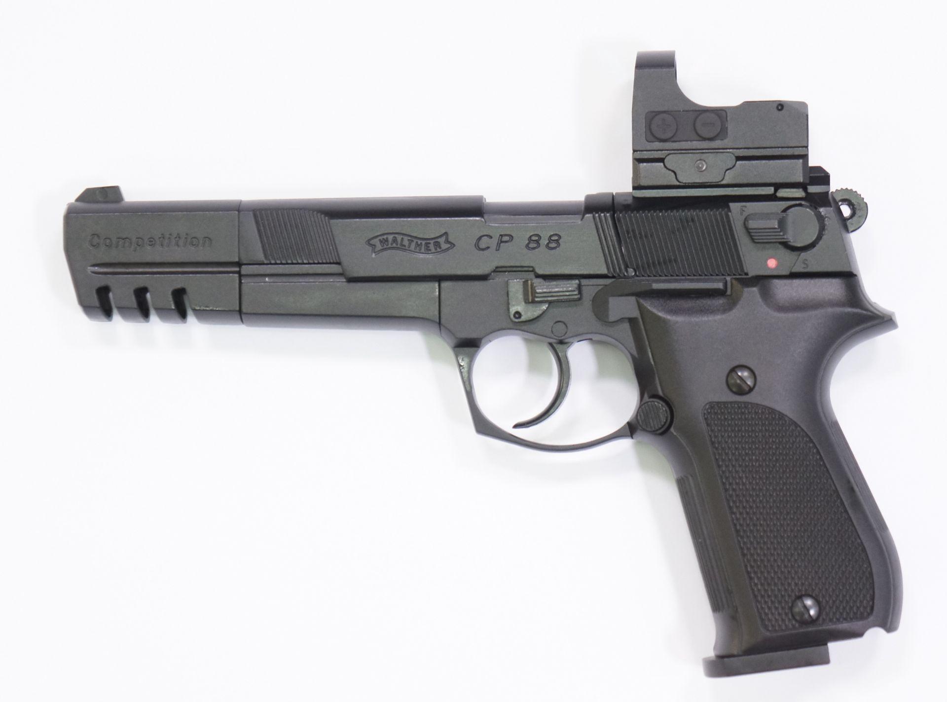 Montagebeispiel der neuen Generation auf   <a href=1050062.htm> CO2 Pistole Walther CP88 Competition, schwarz</a> mit <a href=1130225-21N.htm>Reflexvisier Hawke </a>
