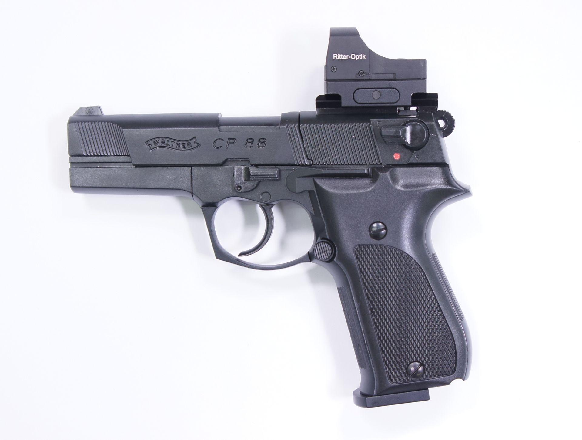 Montagebeispiel auf  <a href=1050061.htm> CO2 Pistole Walther CP88 schwarz, 4 Zoll</a>  mit <a href=1130222-21.htm> Reflexvisier 1x22 Sight III  </a>