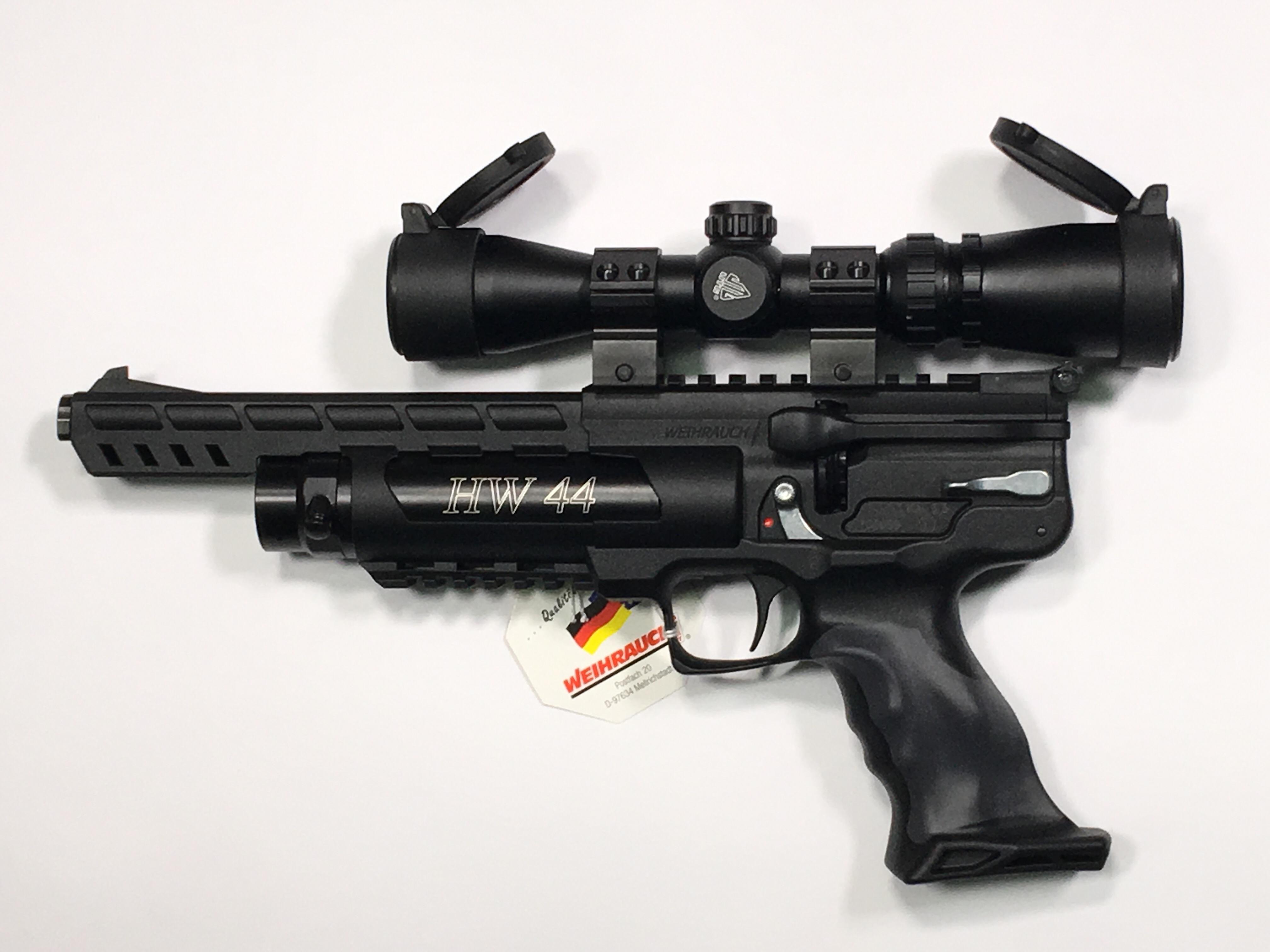 Montagebeispiel mit einem <a href=1130099.htm>Pistolenzielfernrohr der Marke UTG</a>. Mit montierter Optik und Schalldämpfer wäre das Gesamtgewicht ca. 1900g.