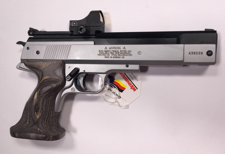 Die Herausforderung, dass diese Luftpistole HW45  genauso gut und gleichmäßig im Anschlag festgehalten werden muss, wie großkalibrige Sportpistolen, nacht die Luftpistole HW 45 für Sportschützen als Trainingsalternative sehr interessant.