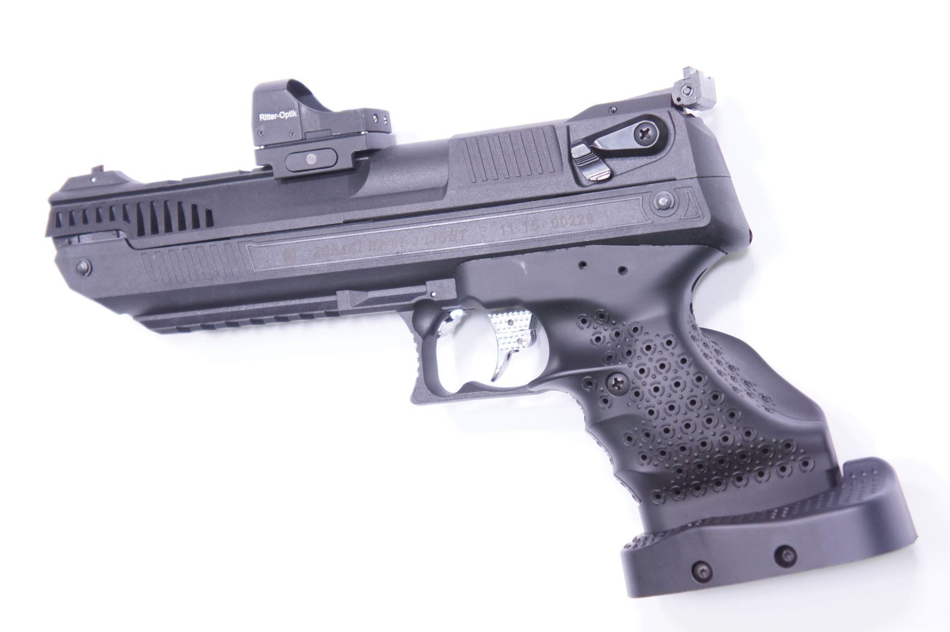 Achtung! Wenn Sie sich Ihre Luftpistole HP01 mit einer Optik so vorstelllen, brauchen Sie <a href=1160110q3.htm>meine angepasste Version</a> von dieser Pistole mit zusätzlichen Quernuten.