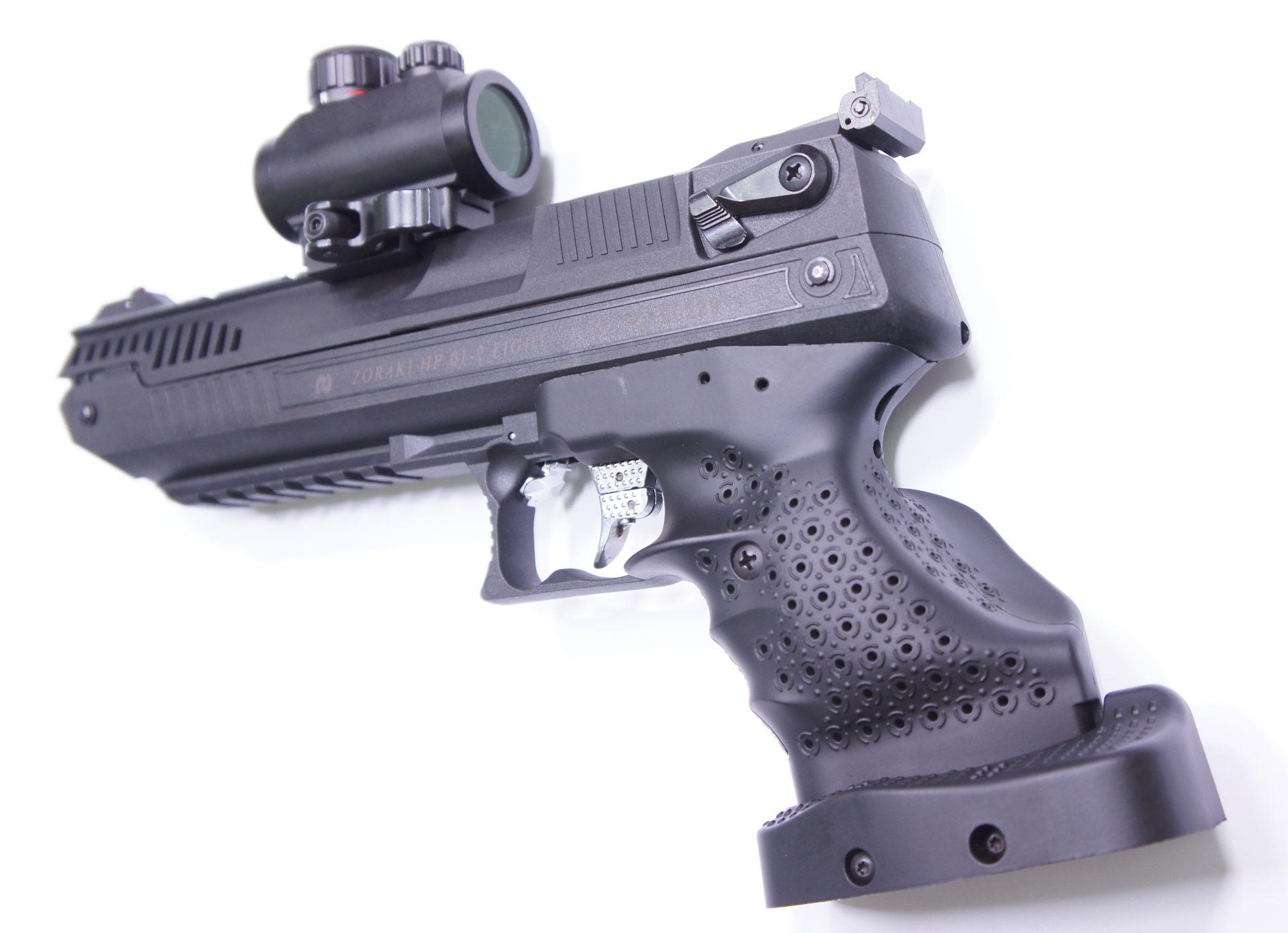 Montagebeispiel  mit einem passenden <a href=../1130221.htm>Red Dot Visier</a>. Diese Optik ist besonders empfehlenwert, weil deren Schnellklemmung das An- und Abbauen mit einem Handgriff ermöglicht. Das Visier ist recht kompakt.