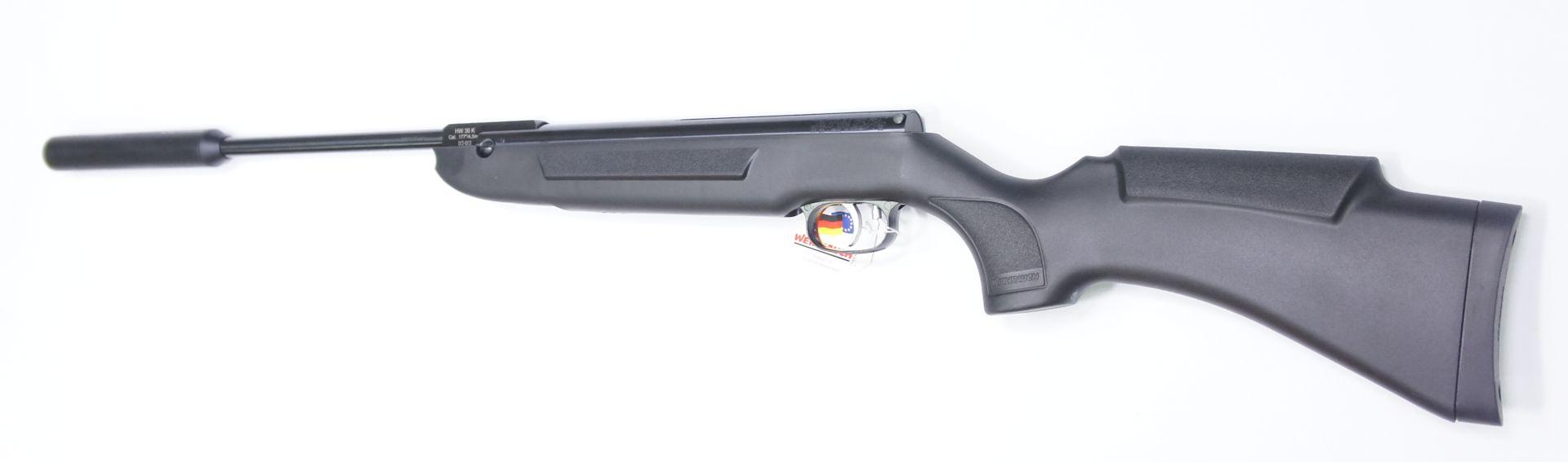 Der Synthetikschaft vom Luftgewehr Weihrauch HW 30S liegt angenehm in der Hand
