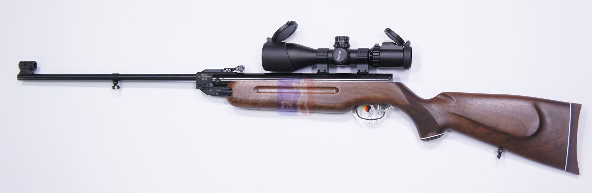 Montagebeispiel vom Luftgewehr HW 35  E mit Nussbaumschaft mit einem sehr guten Zielfernrohr mit 4-16facher Vergrößerung