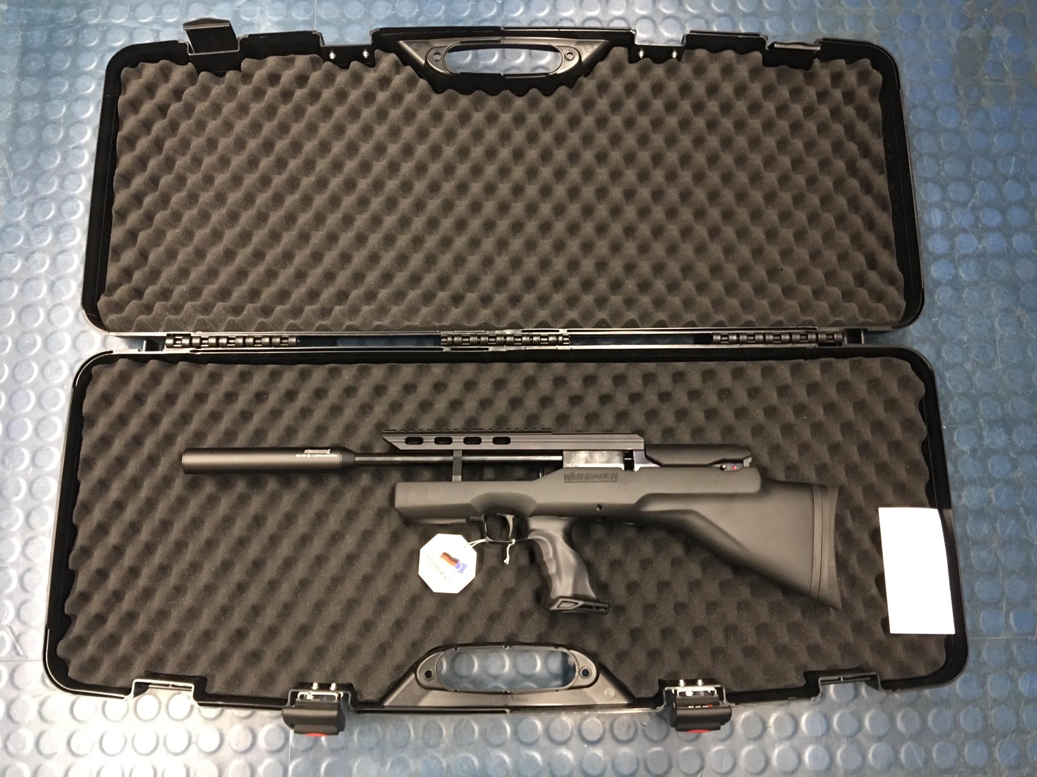 Hier noch mal der passende Koffer als Zubehörempfehlung von innen mit dem Luftgewehr Modell 100 PP minus K Ich