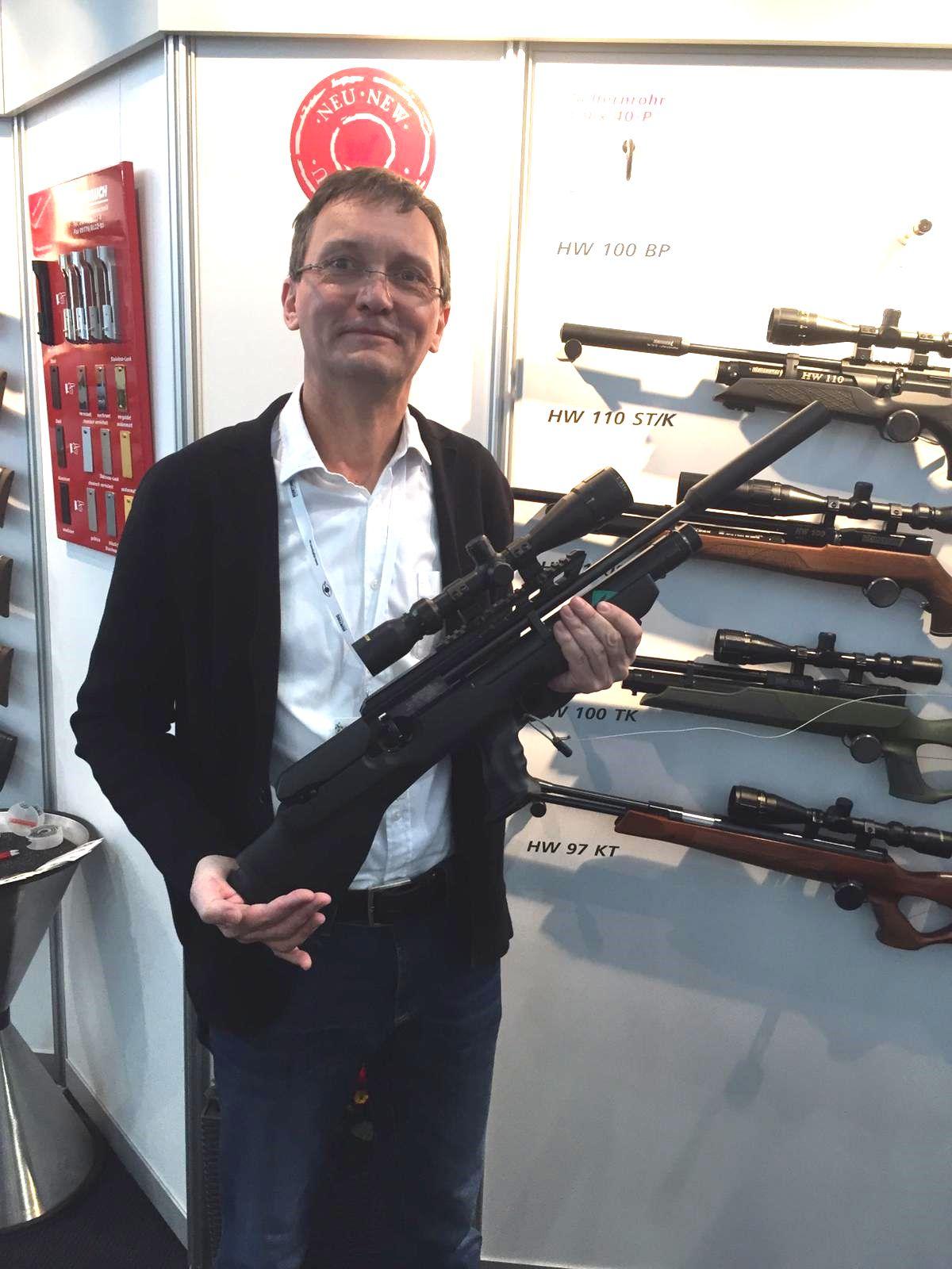 Auf der Waffenmesse IWA in Nürnberg zälte zu denNeuheiten auch das Das neue Weihrauch Modell HW 110 kurz.