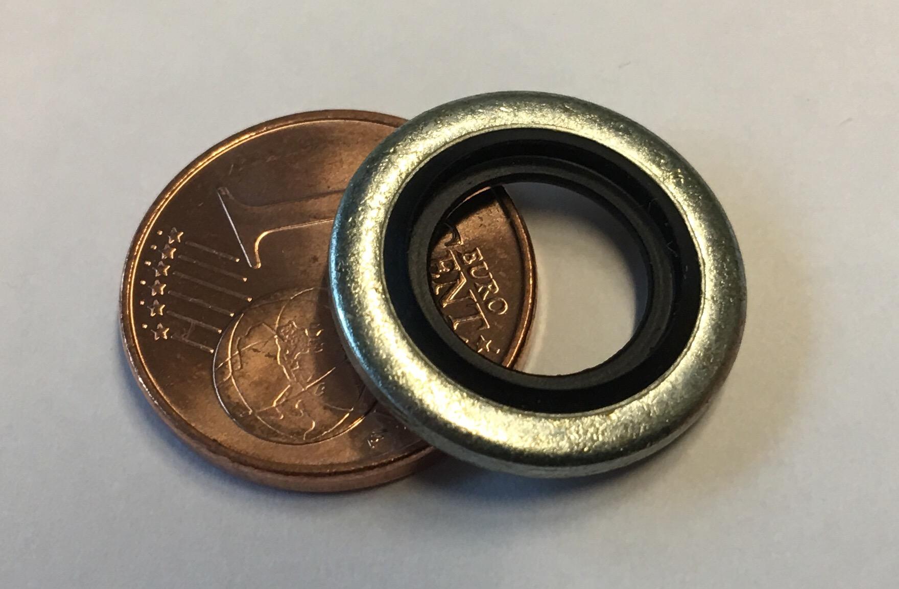 Größenvergleich der Verbunddichtung mit einem Cent Stück
