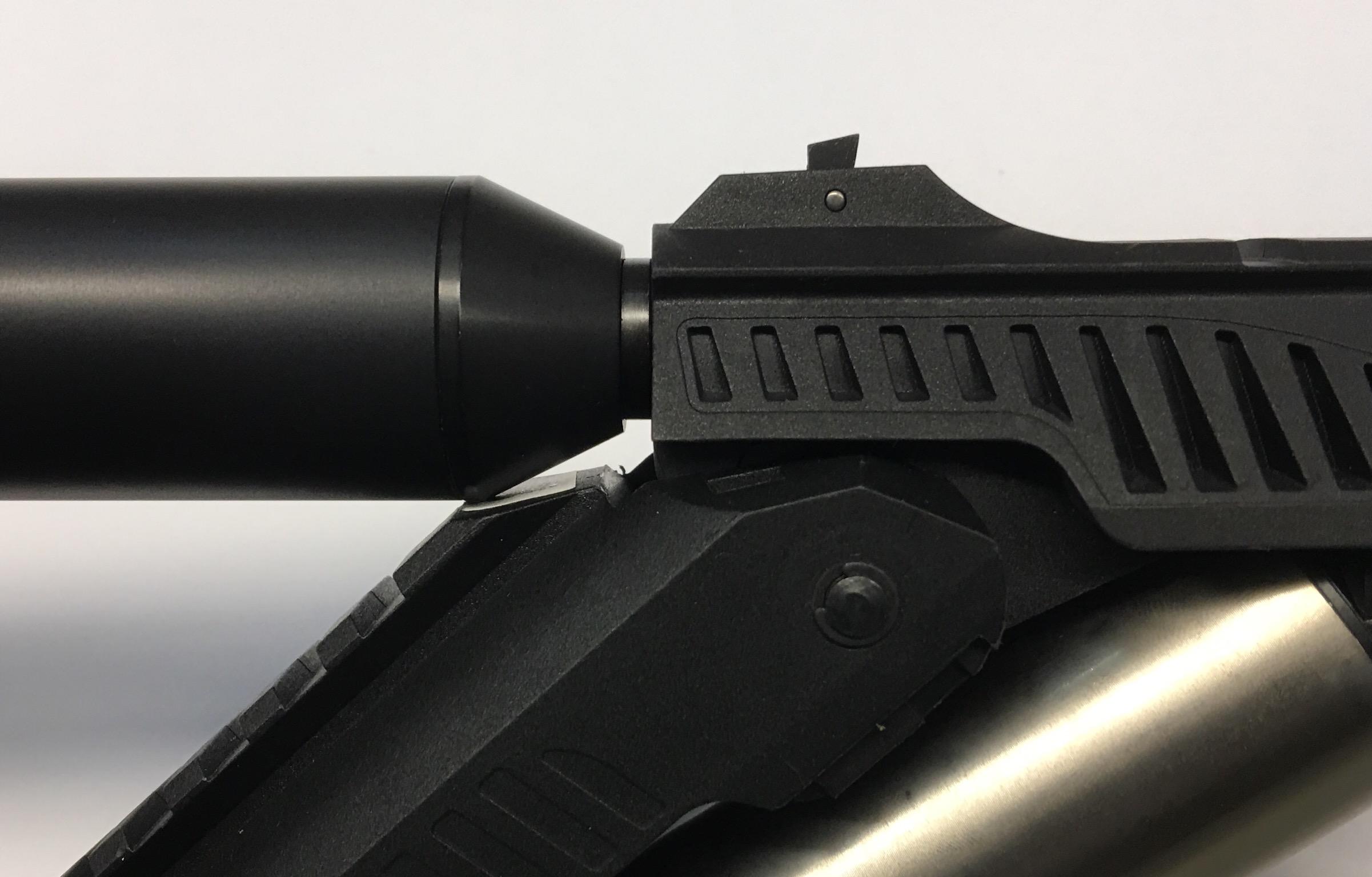 Dieses Anwendungsbeispiel an einer <a href=1160110.htm>Luftpistole Zoraki</a> macht deutlich, wozu die abgeschrägte Seite von diesem effizienten Dämpfer gut sein kann. Man erreicht den nahezu vollständigen Öffnungswinkel.