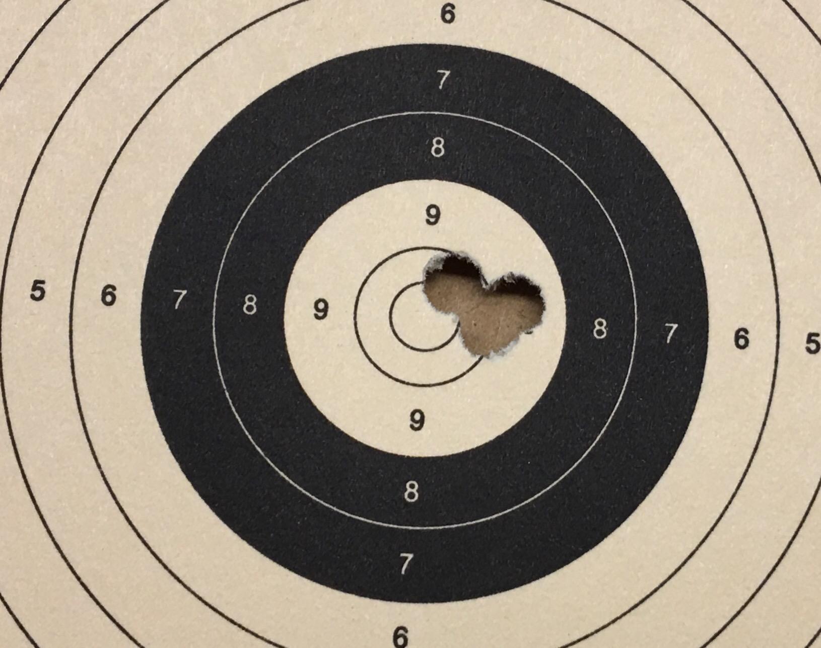 Dies ist mein Trefferbild mit einem <a href=1160395.htm>Luftgewehr HW 30</a> auf Distanz 12 m mit diesen Geschossen der Marke Geco.