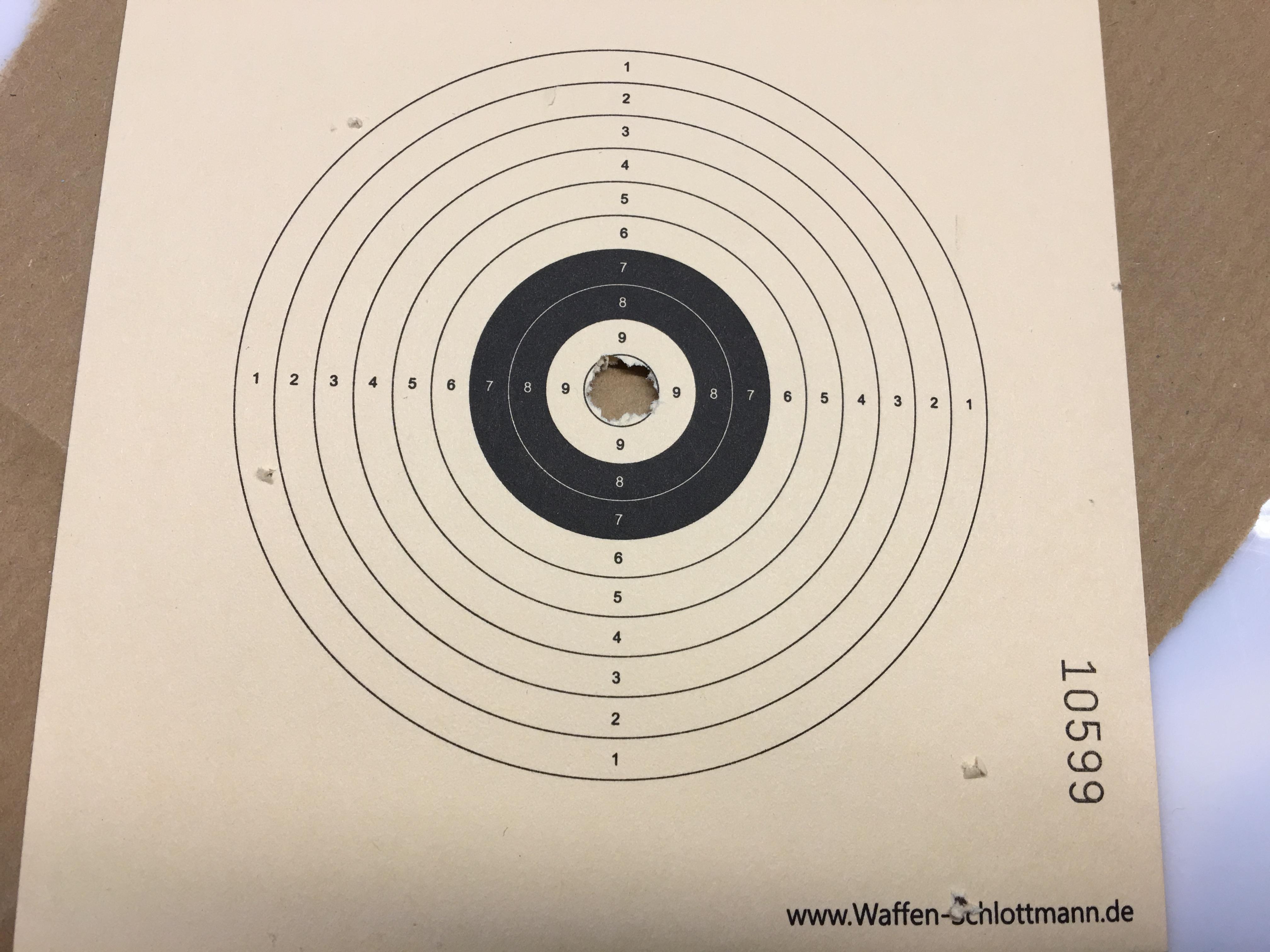 Dieses Trefferbild habe ich mit solchen H&N Geschossen aus einem HW 100 TK auf 12 m Distanz erreicht.
