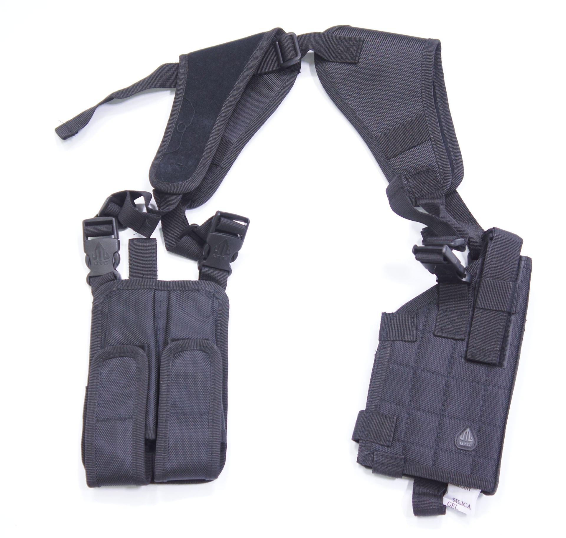 Schulterholster für Pistolen bei senkrechter Trageweise mit 2 Magazinfächern