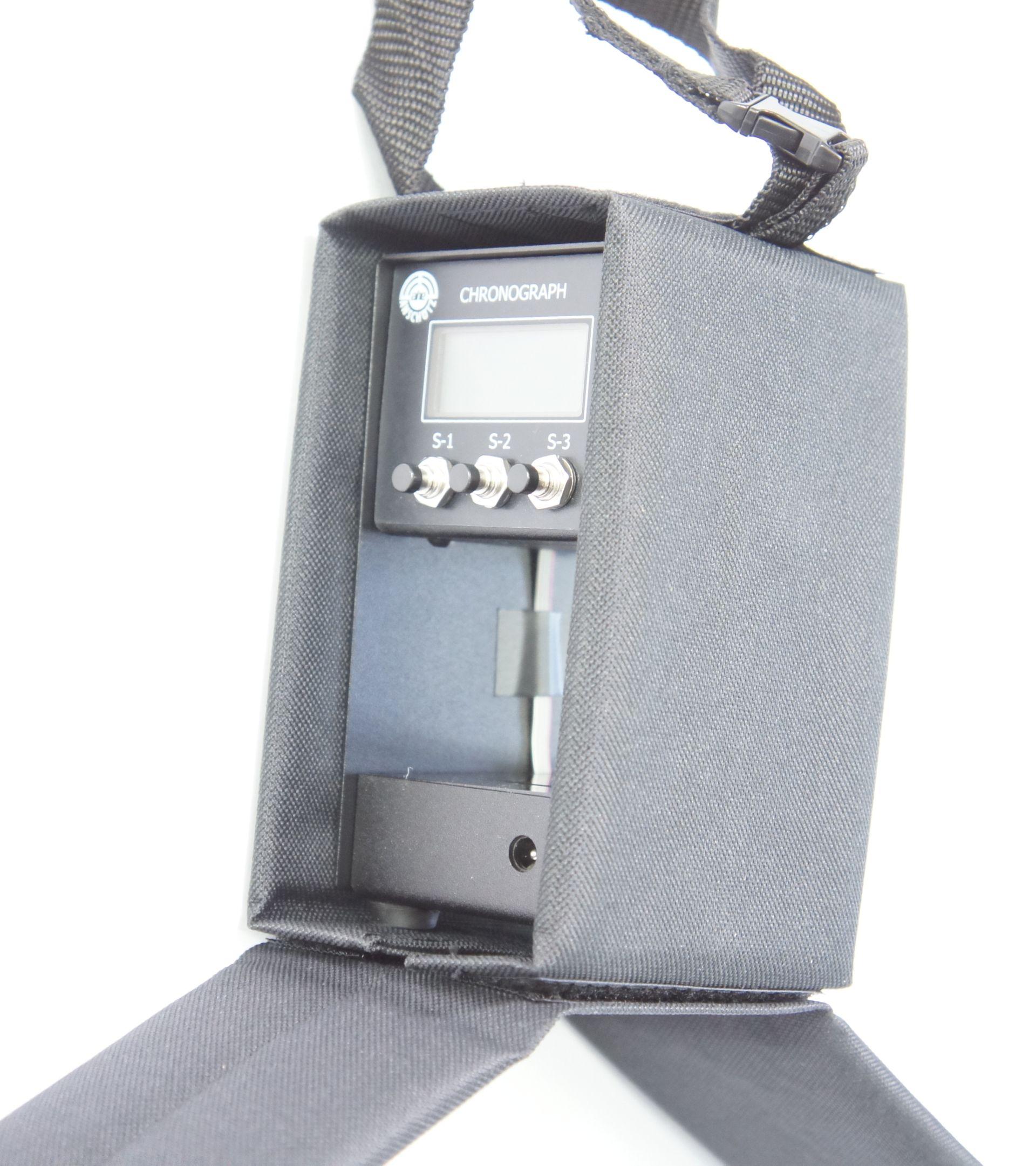 Der Chronograph R2 wird inkl. Tasche geliefert