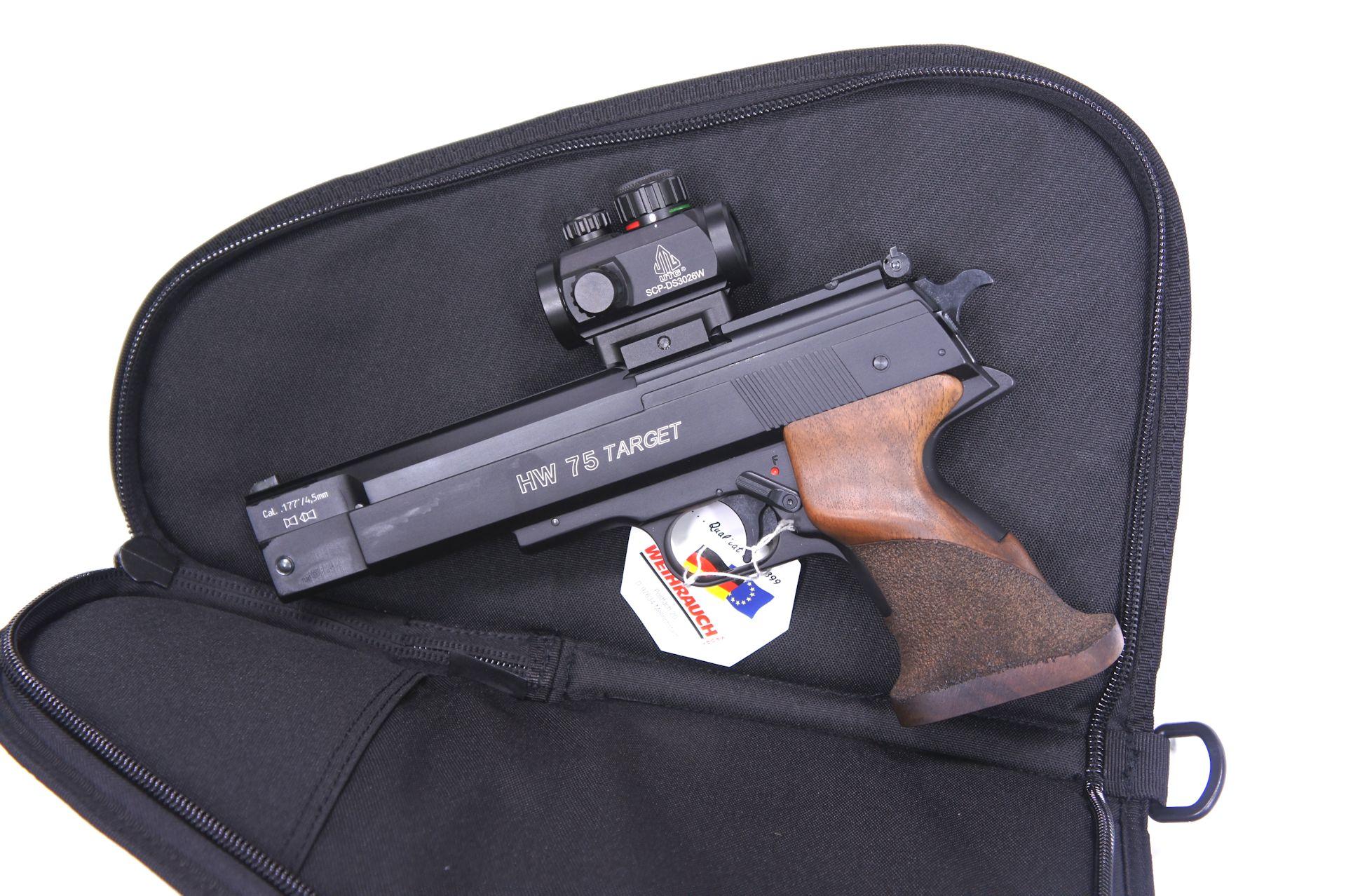Anwendungsbeispiel / Die Tasche im Größenvergleich mit <a href=1160060-45.htm>Luftpistole HW 75 Target</a> und aufgesetztem <a href=1130221.htm>Leuchtpunktvisier der Marke UTG</a>