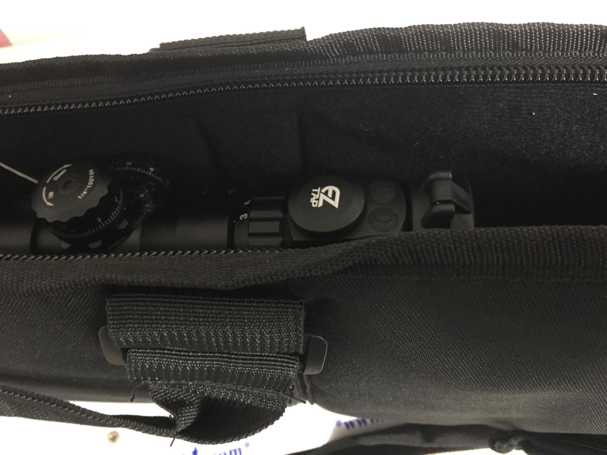 Dieses Beispiel soll zeigen, dass das Futteral auch für Gewehre mit Optik geeignet ist.