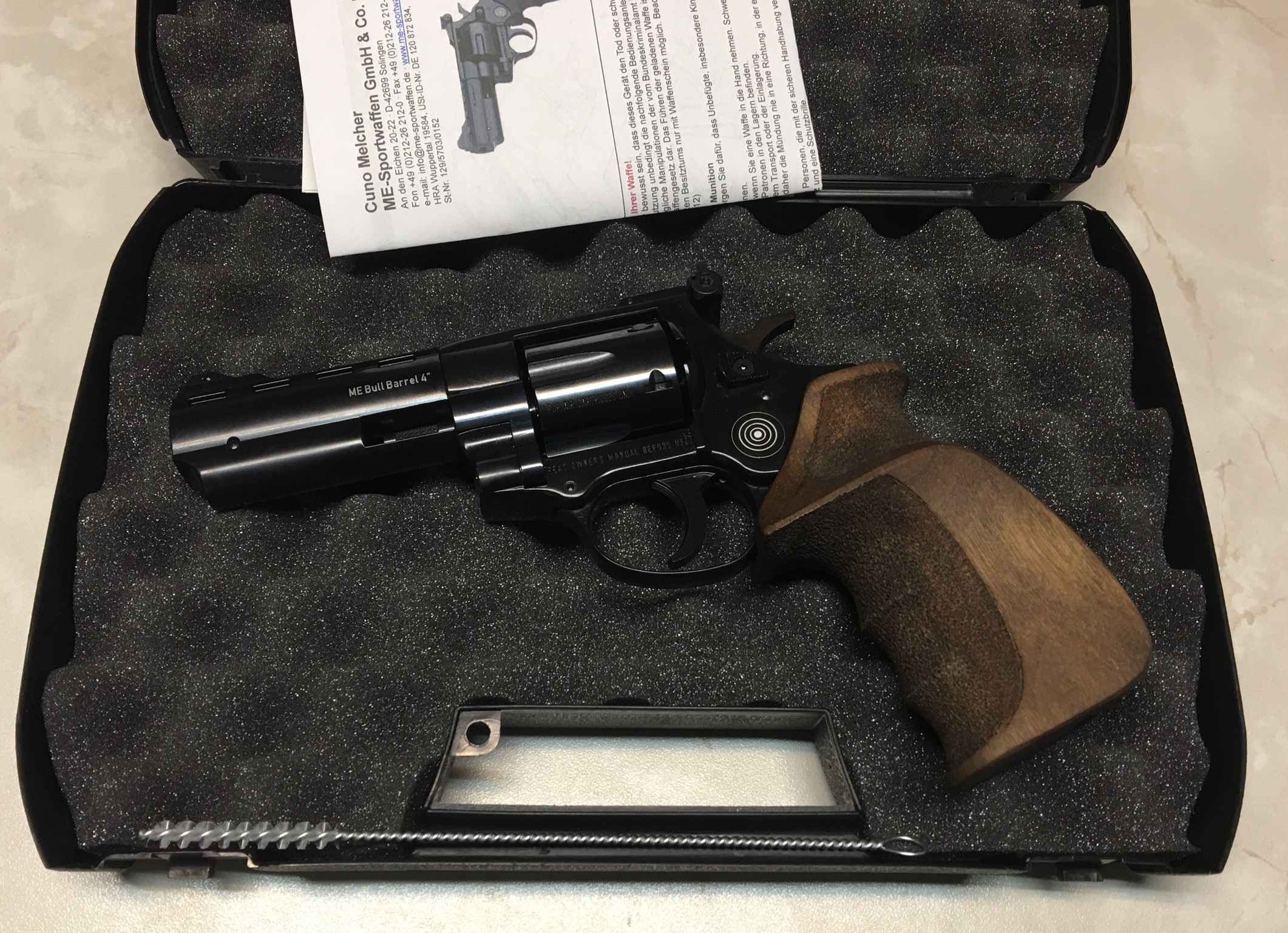 Anwendungsbeispiel: Diese Plastikkoffer nutzen wir zum Vertrieb von beispeilsweise solchen <a href=1160501-HoS.htm> freien LEP Revolvern</a>.