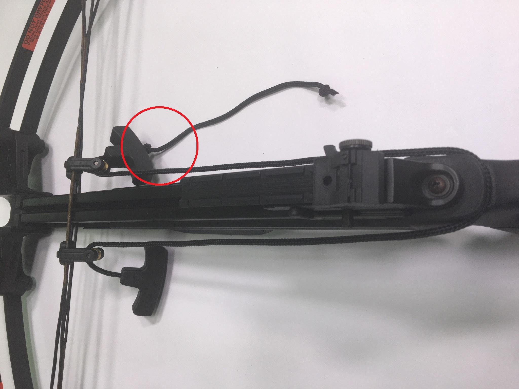 Dieses Anwendungsbeispiel zur beiliegenden Spannhilfe soll zeigen, dass man die Griffe möglichst sehr kurz einstellen muss um komfortabel spannen zu können. Um den Griff möglichst kurz einzustellen, wird einfach ein Knoten im Spannseil gemacht.