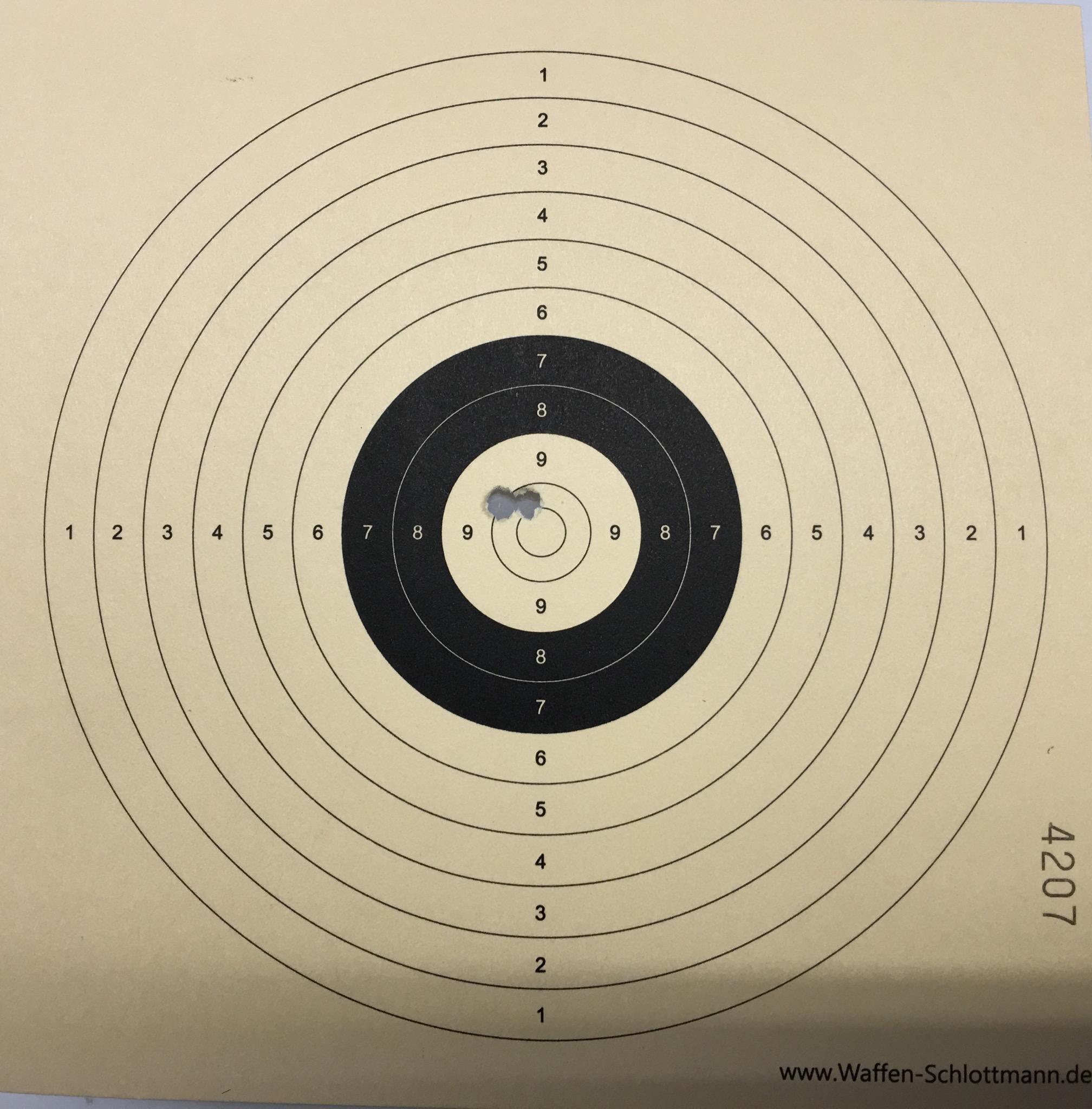 Wie mein Trefferbild (3 Schuss auf 11m) mit so einer Optik und einer <a href=1160060-45.htm>Luftpistole HW 75 Target</a> deutlich macht, ist mir so eine Visierung eine große Hilfe.