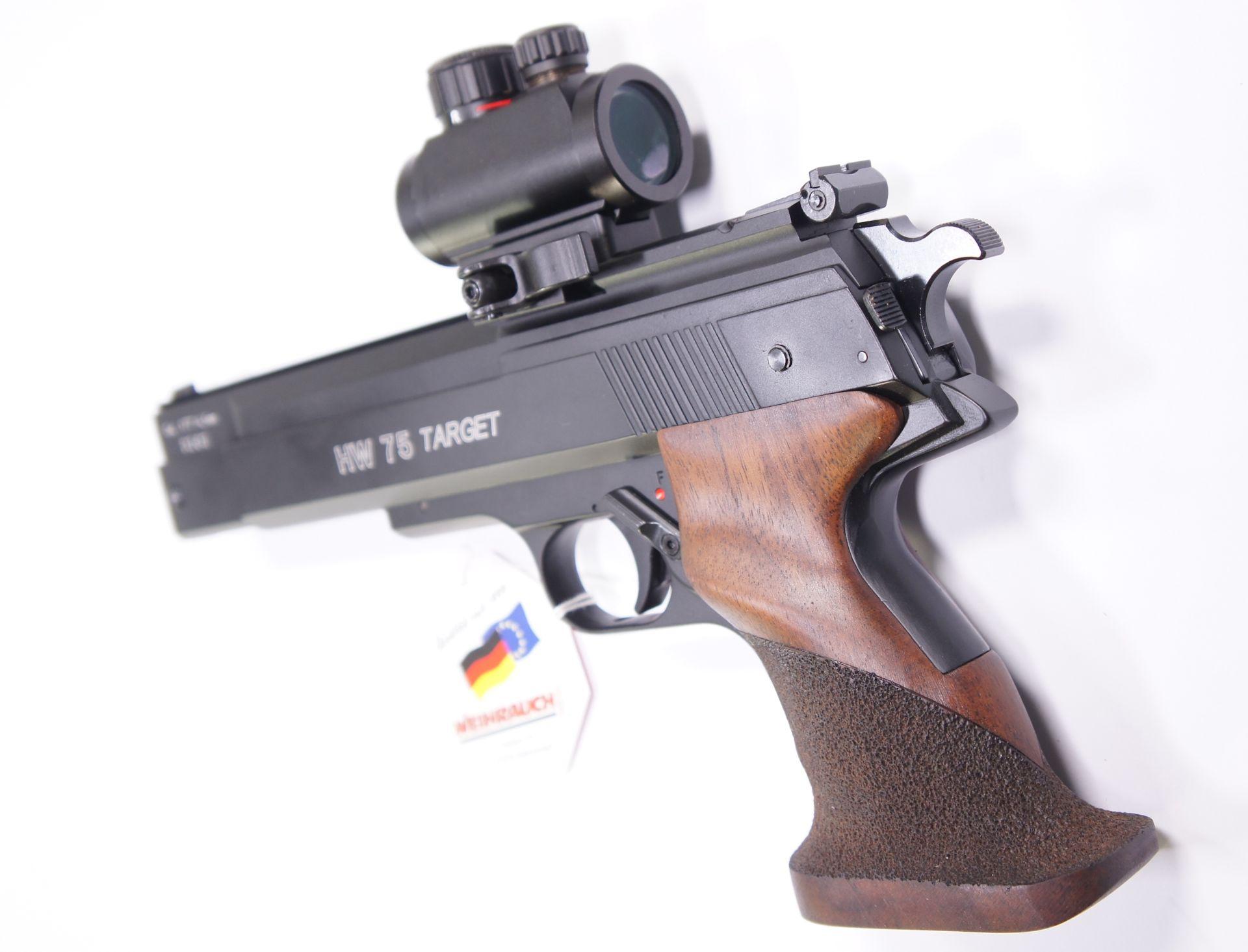 In Sekundenschnelle kann bei dieser Luftpistole von offener Visierung auf das Leuchtpunktvisier gewechselt werden.