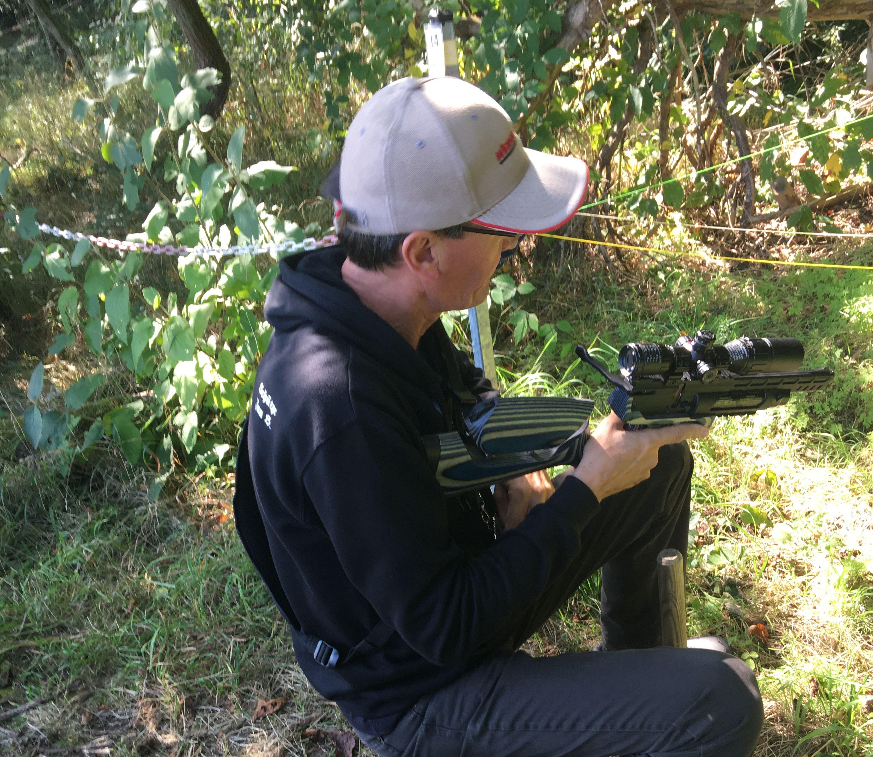 Anschlagschaft für Luftpistole HW 44 aus schwarz-grauem Schichtholz mit verstellbarer Schaftbacke