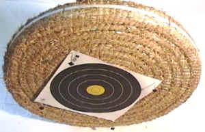 So eine Bogenscheibe aus Stroh haben wir über viele Jahre bei Veranstaltungen zum Einsatz gebracht. Die halten wirklich sehr, sehr lange.